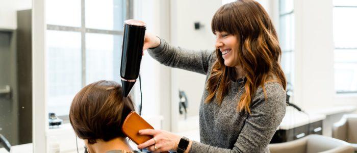 Friseur und Perückenmacherin