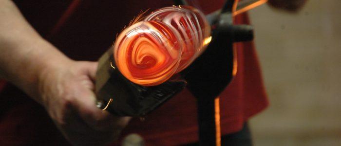Glasbläser und Glasinstrumentenerzeugung